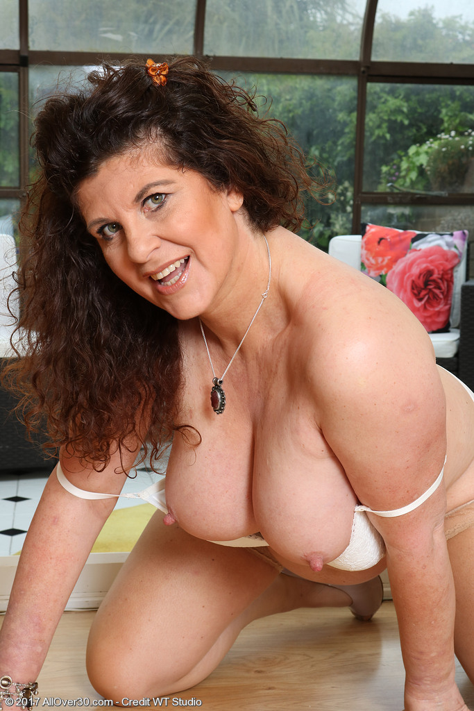 Mature women and grannies. Gallery - 624. Photo - 12