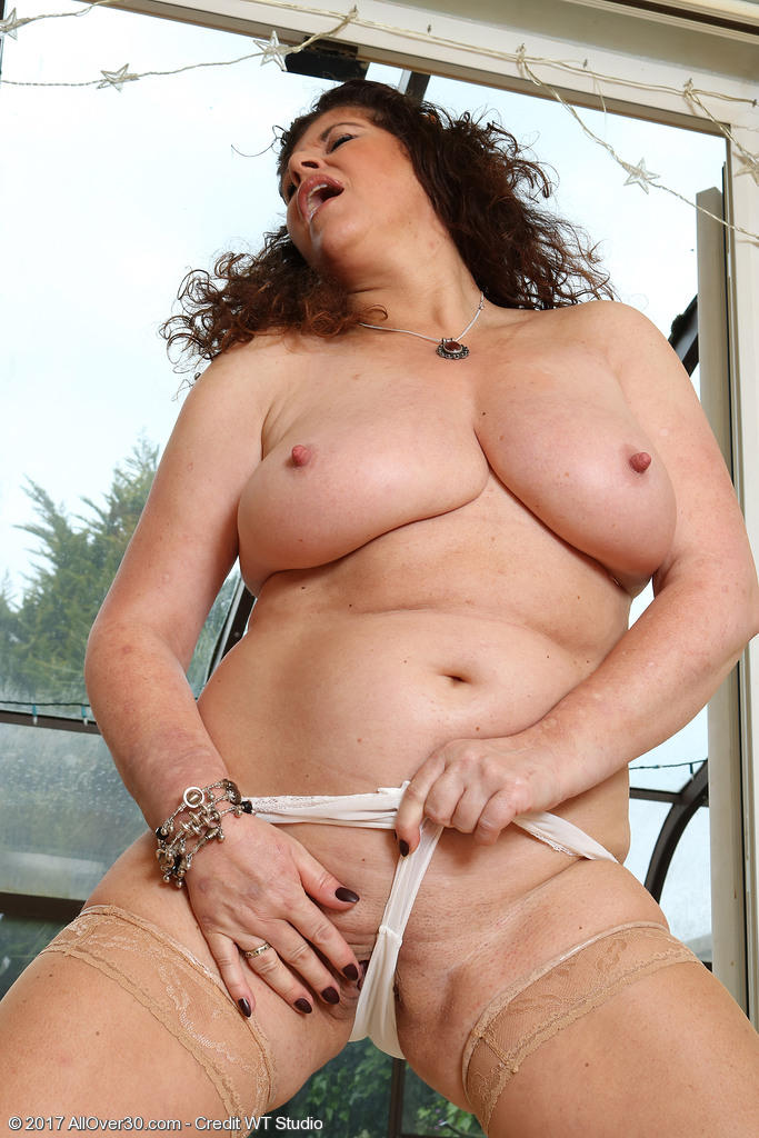 Mature women and grannies. Gallery - 624. Photo - 13