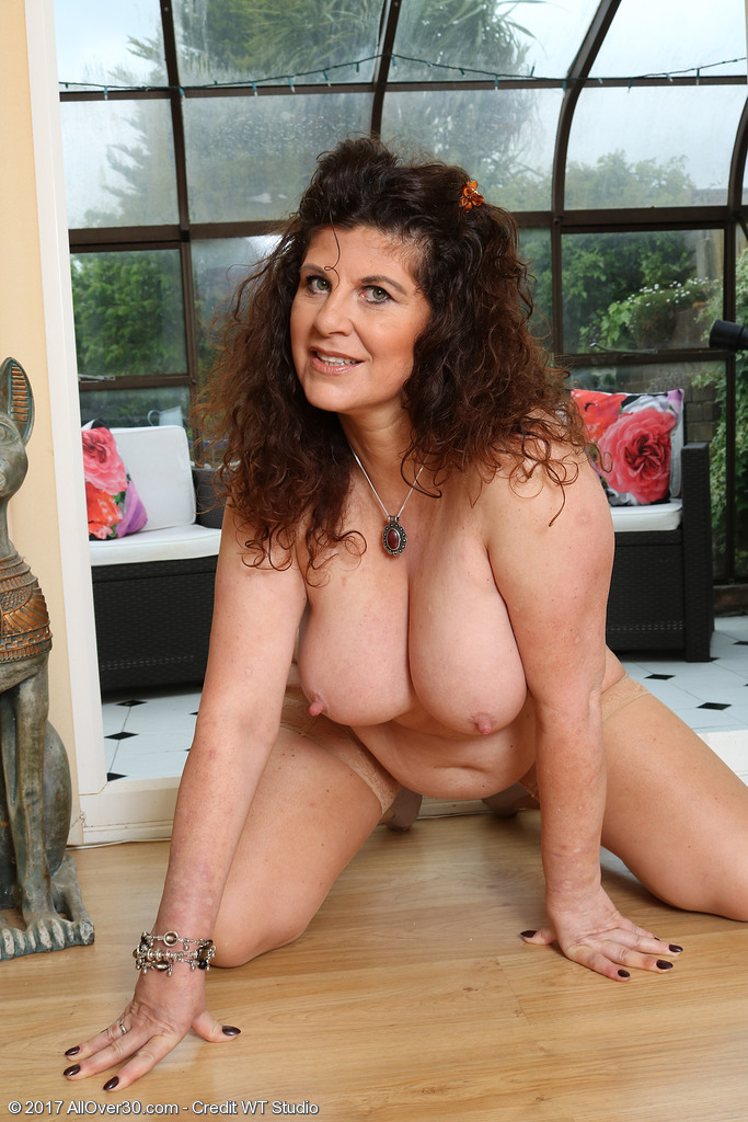 Mature women and grannies. Gallery - 624. Photo - 15