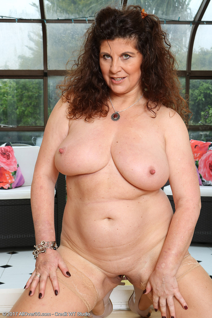 Mature women and grannies. Gallery - 624. Photo - 16