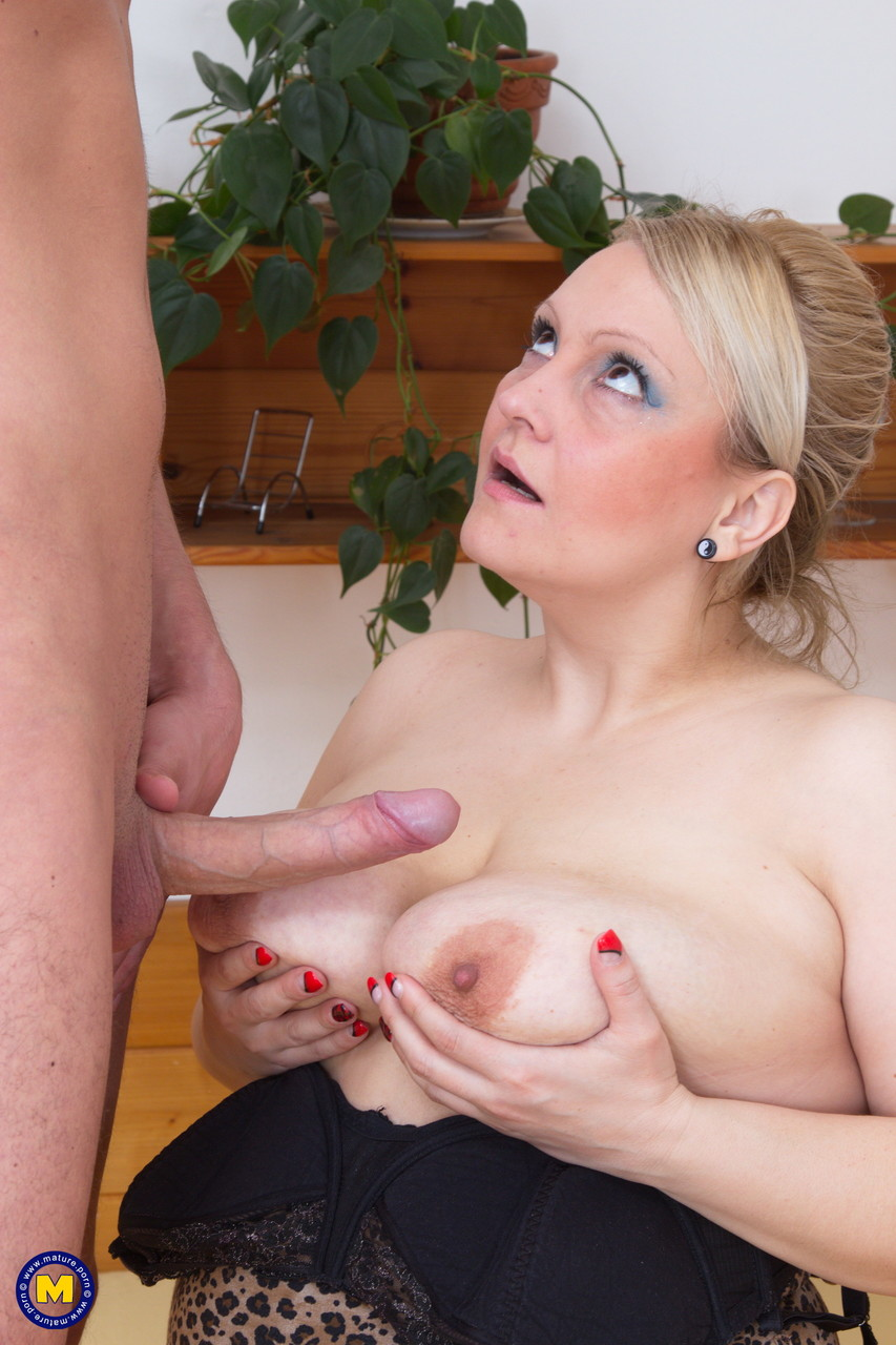 Mature women and grannies. Gallery - 628. Photo - 10