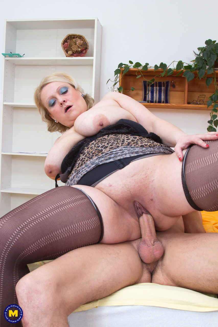 Mature women and grannies. Gallery - 628. Photo - 18