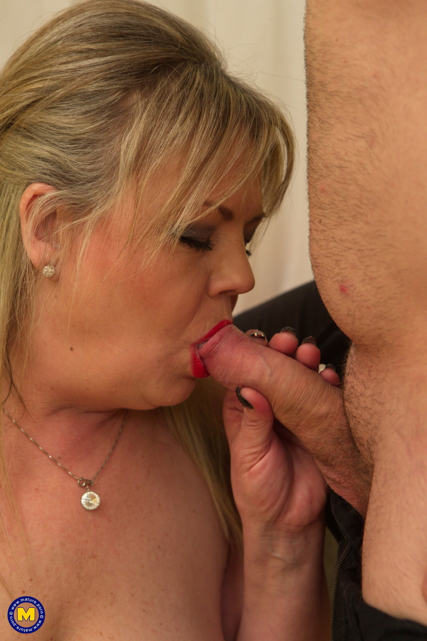 Mature women and grannies. Gallery - 640. Photo - 10