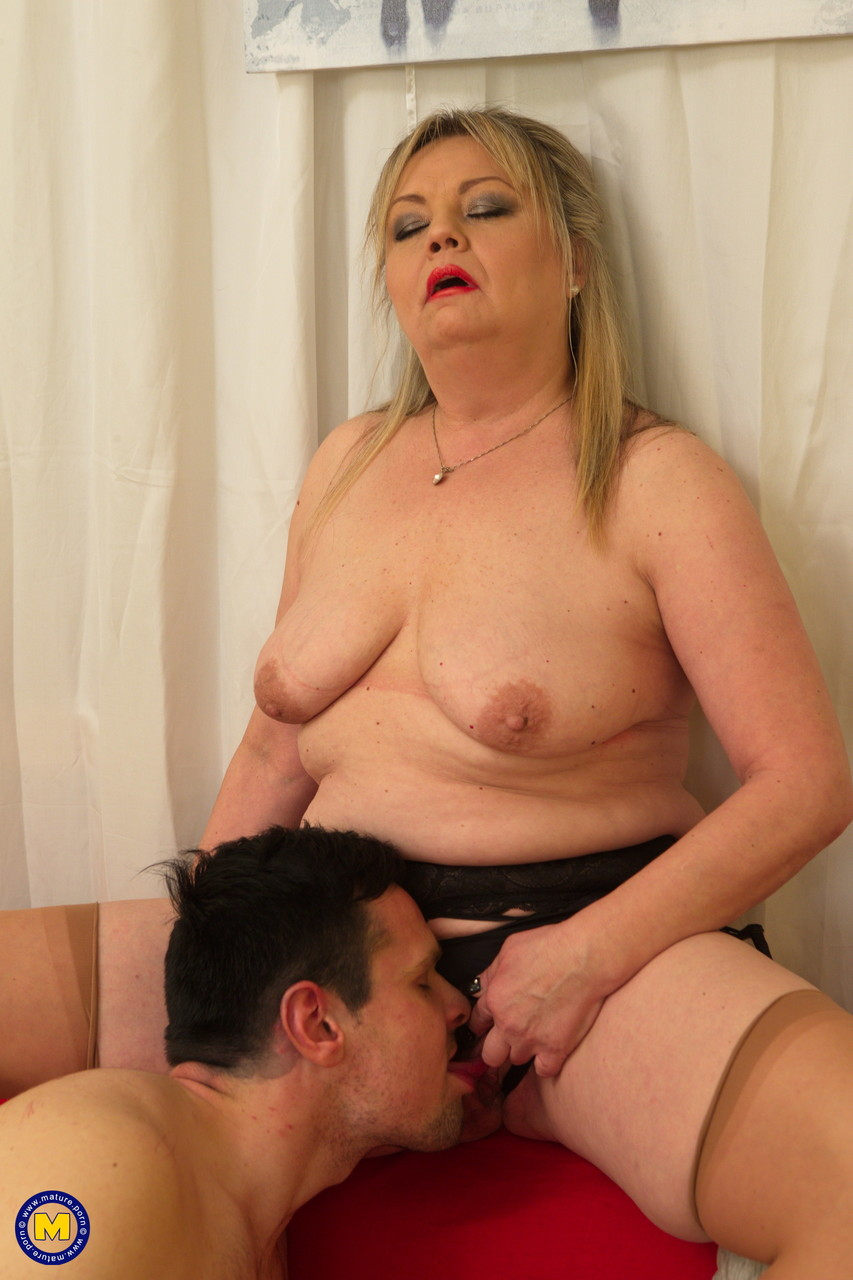 Mature women and grannies. Gallery - 640. Photo - 8