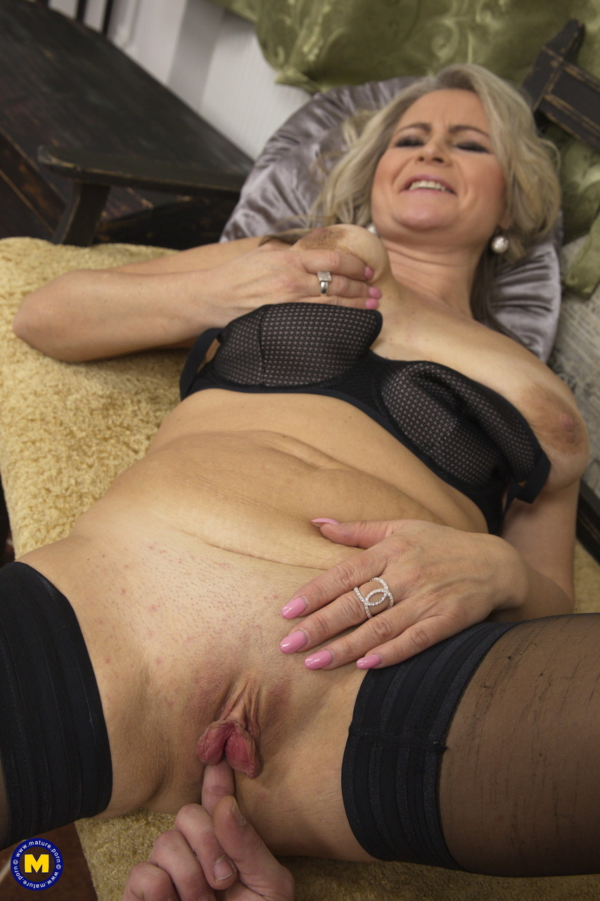 Mature women and grannies. Gallery - 645. Photo - 11