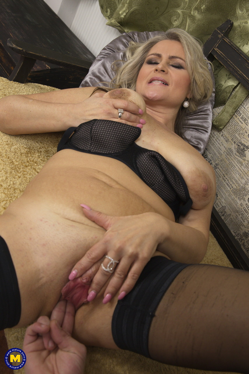 Mature women and grannies. Gallery - 645. Photo - 12