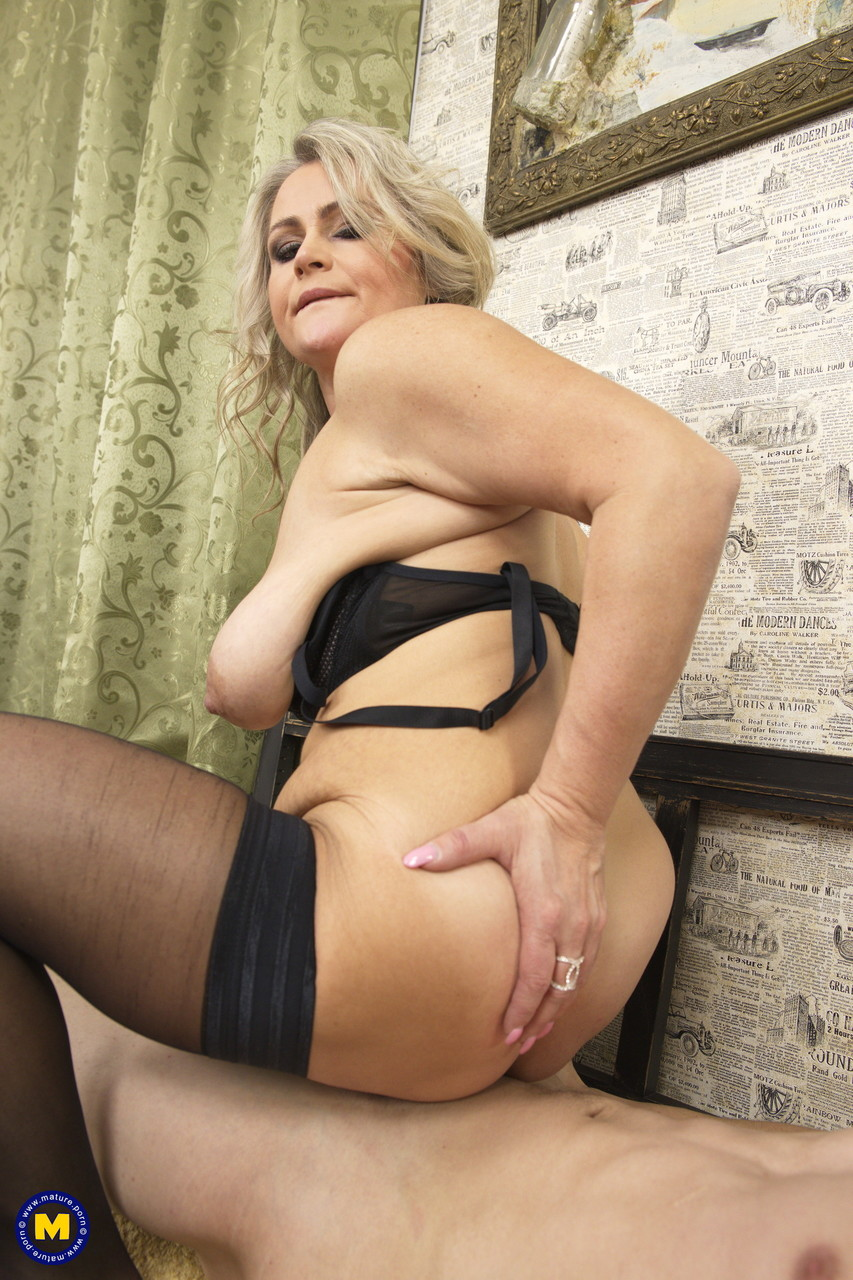 Mature women and grannies. Gallery - 645. Photo - 17