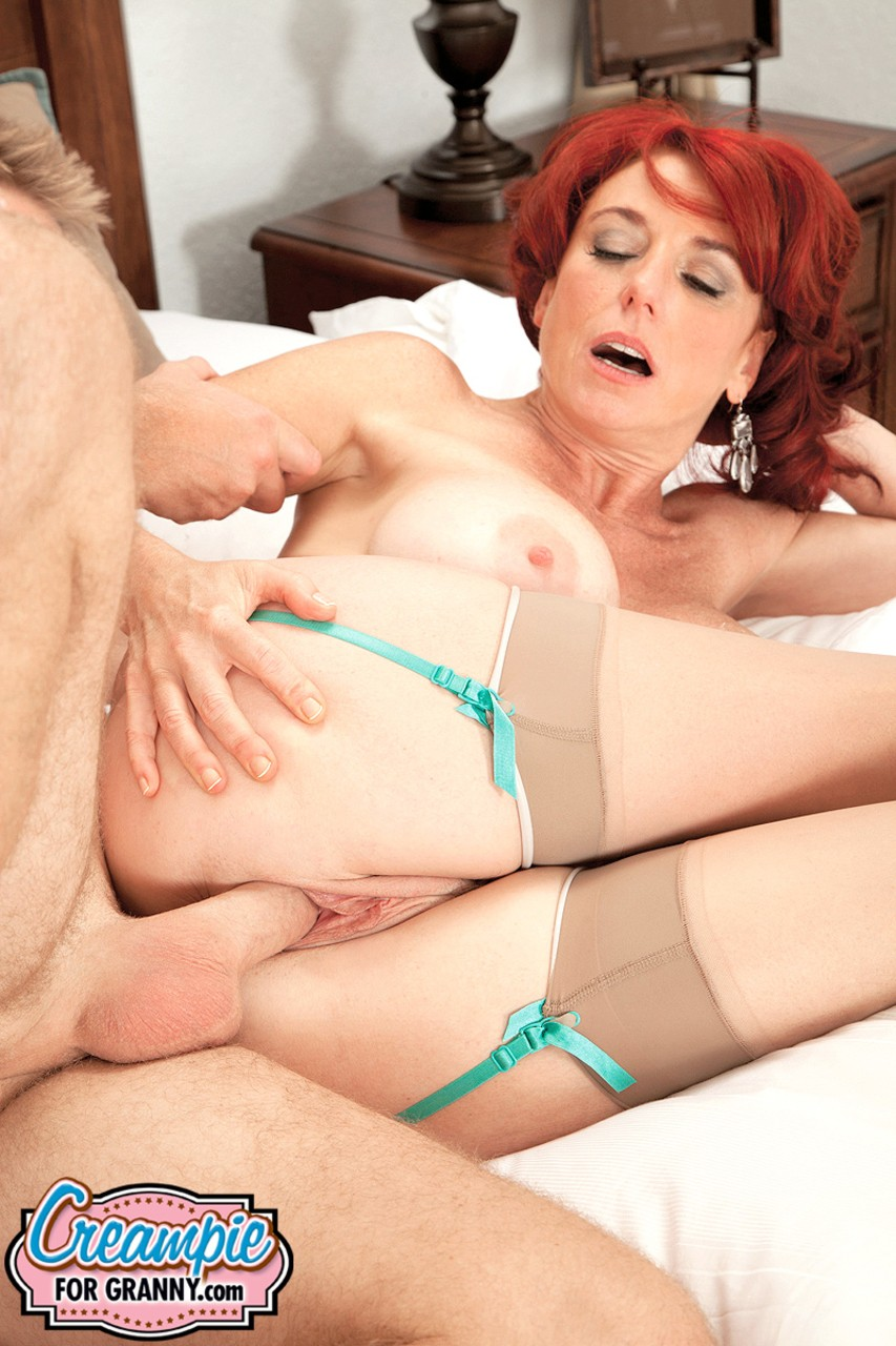 Mature women and grannies. Gallery - 647. Photo - 12