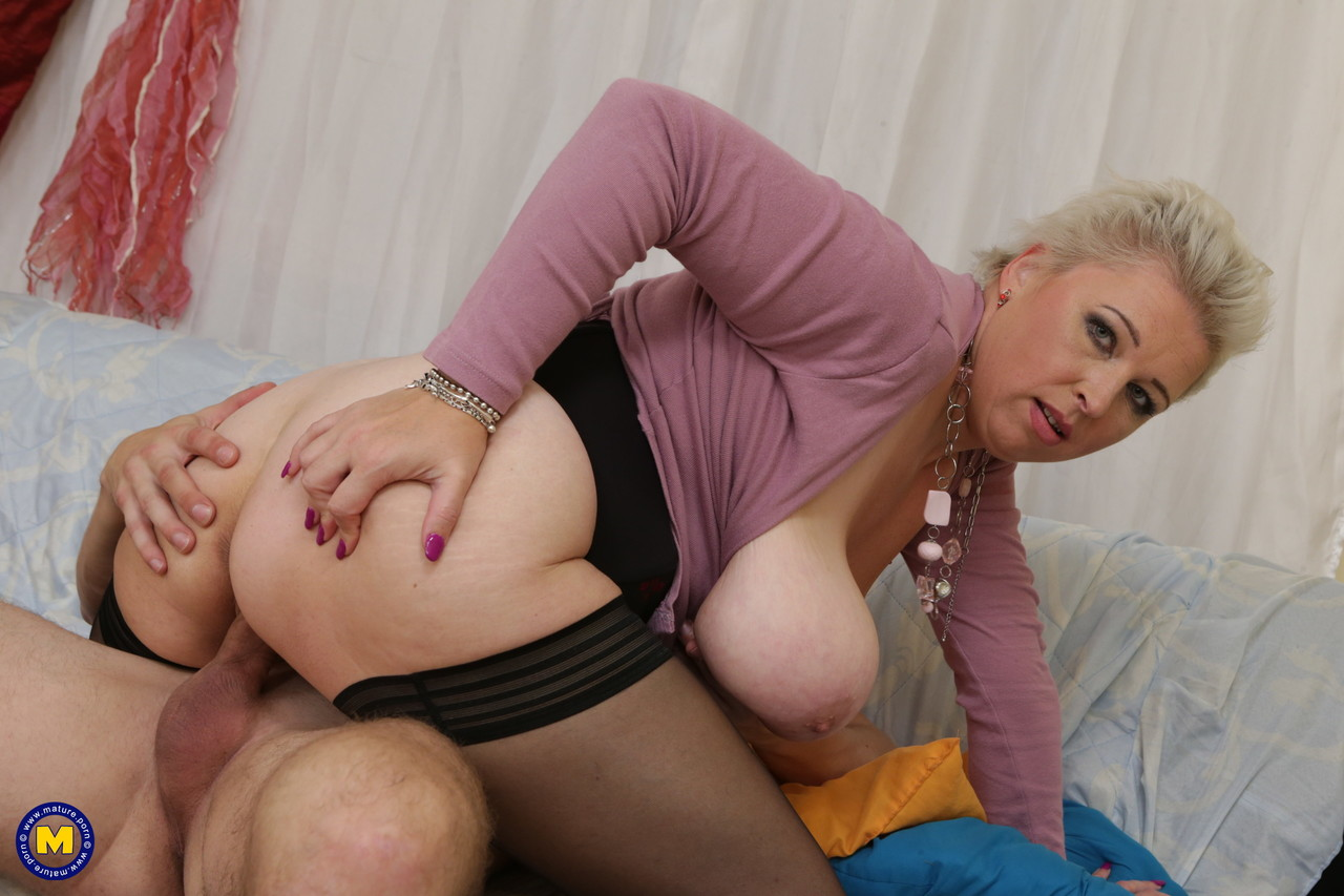 Mature women and grannies. Gallery - 657. Photo - 19