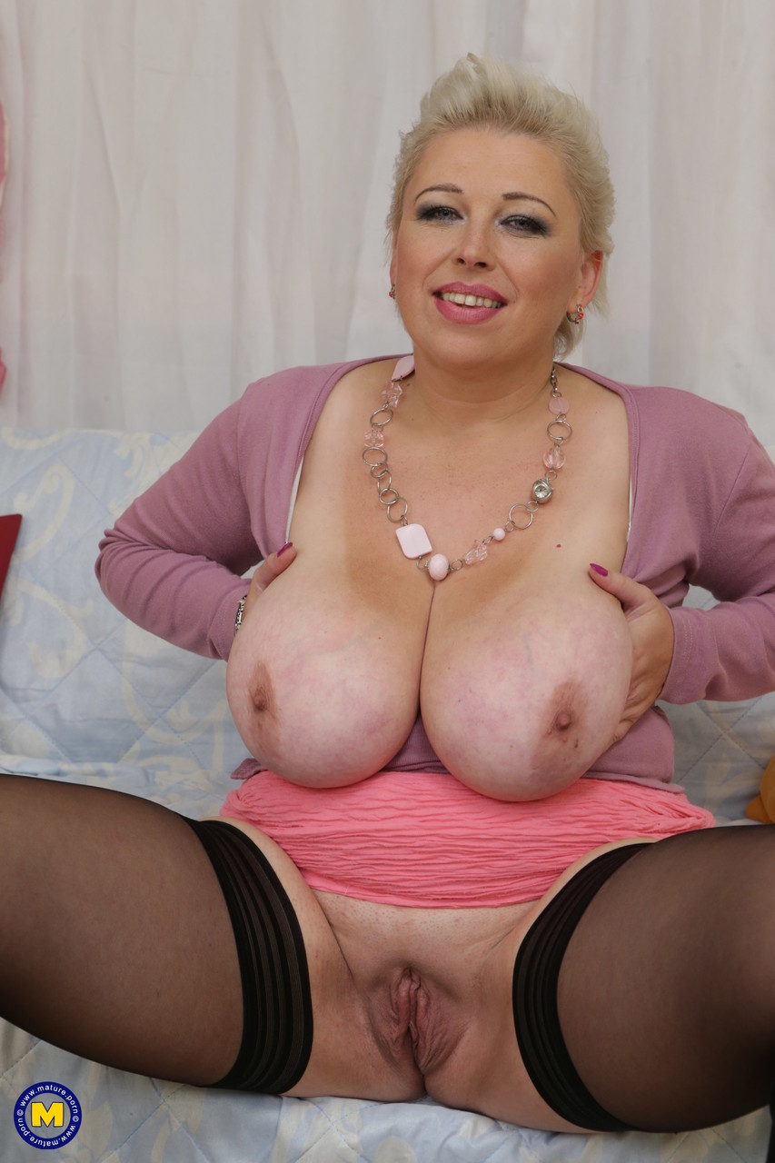 Mature women and grannies. Gallery - 657. Photo - 4