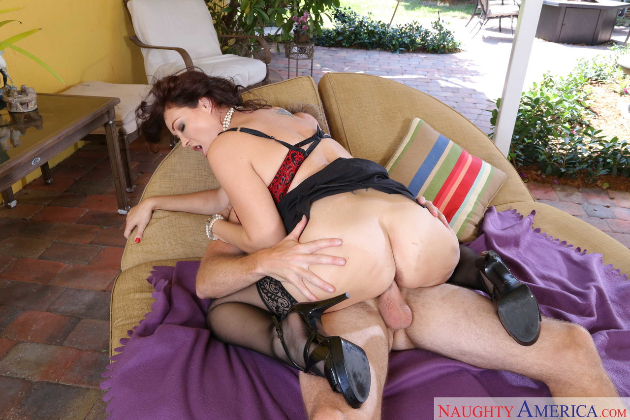 Mature women and grannies. Gallery - 665. Photo - 13