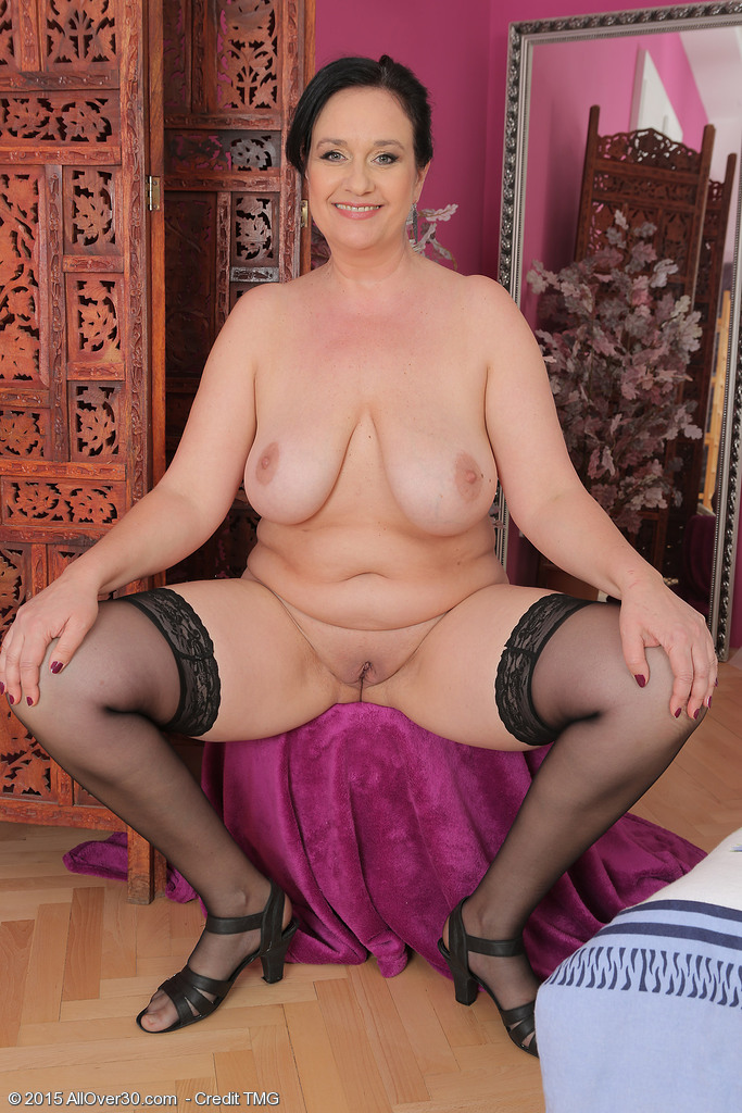 Mature women and grannies. Gallery - 667. Photo - 12