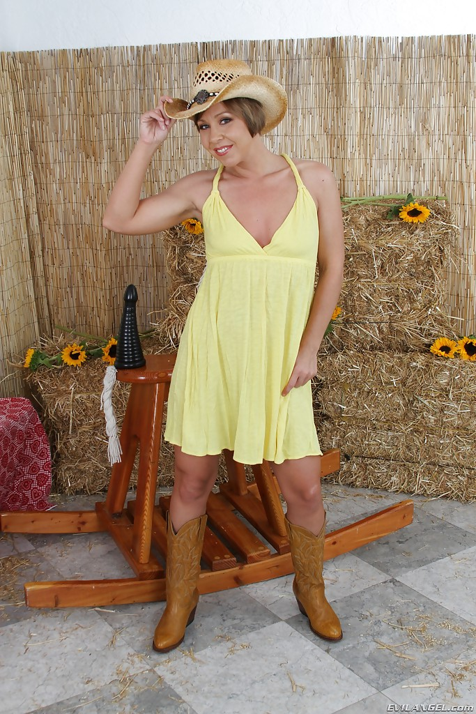 Mature women and grannies. Gallery - 678. Photo - 1