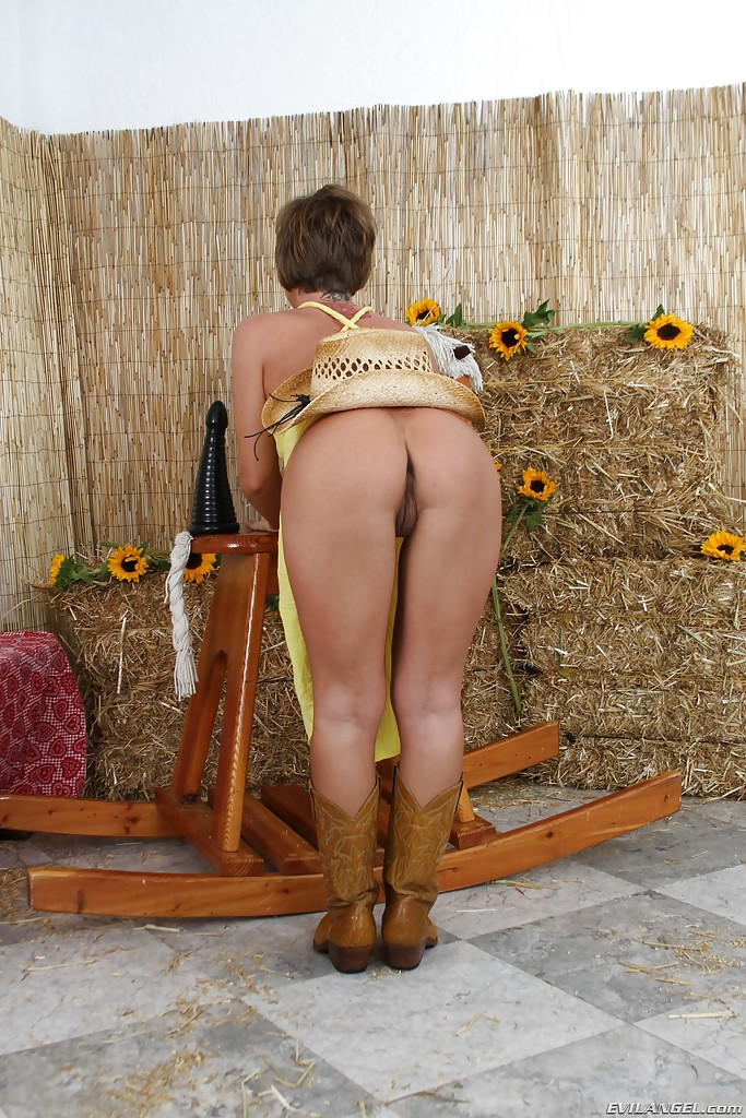 Mature women and grannies. Gallery - 678. Photo - 4