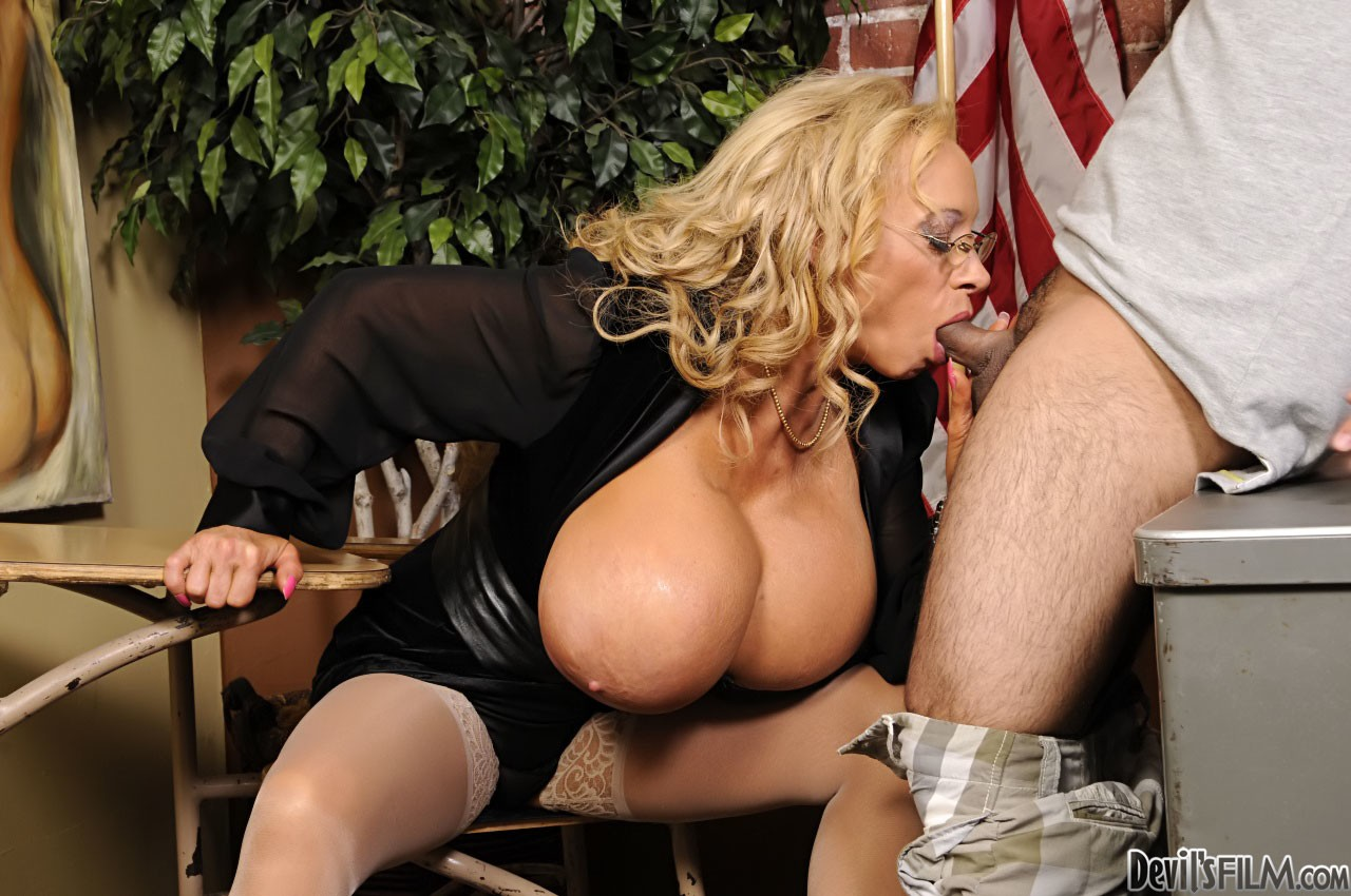 Mature women and grannies. Gallery - 680. Photo - 7