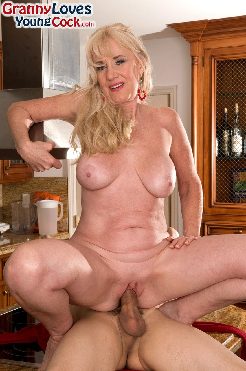 Mature women and grannies. Gallery - 702. Photo - 12