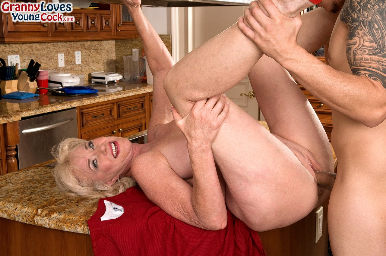 Mature women and grannies. Gallery - 702. Photo - 9