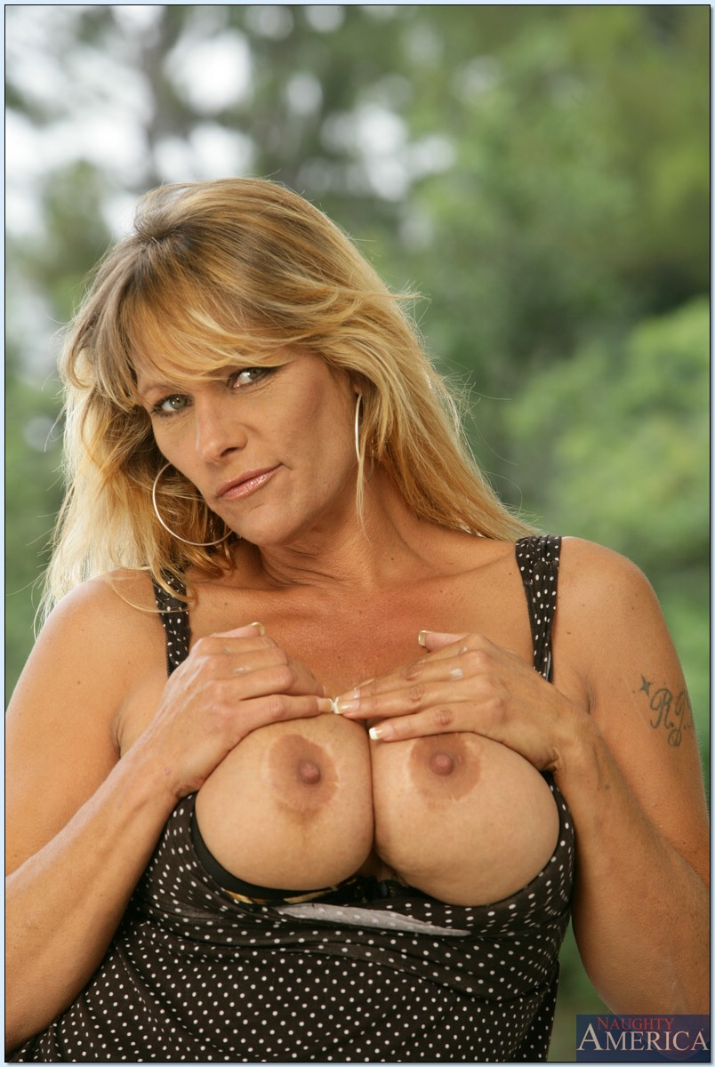 Mature women and grannies. Gallery - 713. Photo - 1