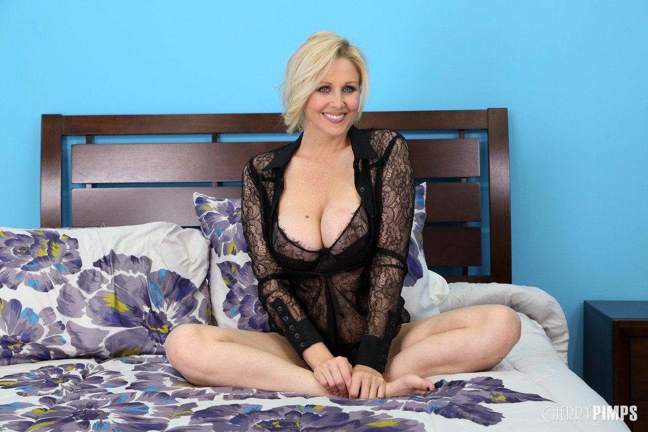 Mature women and grannies. Gallery - 717. Photo - 2