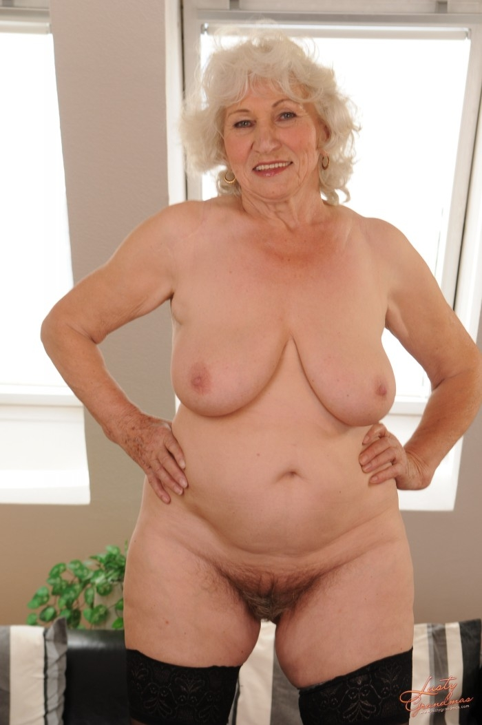 Mature women and grannies. Gallery - 96. Photo - 13