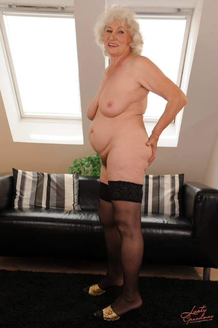 Mature women and grannies. Gallery - 96. Photo - 15