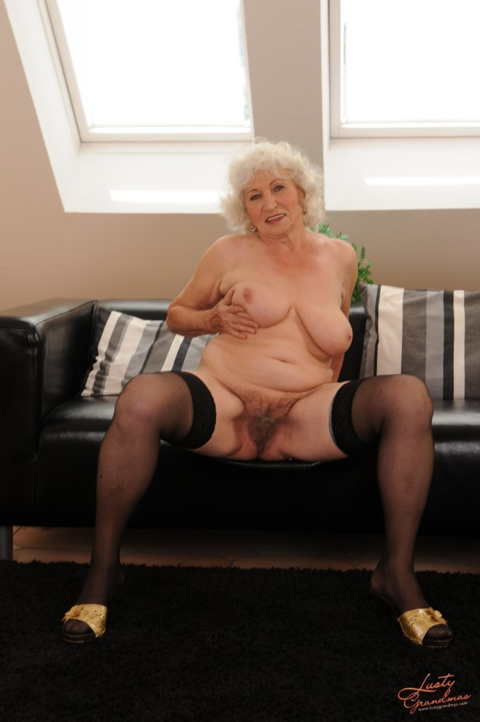 Mature women and grannies. Gallery - 96. Photo - 17