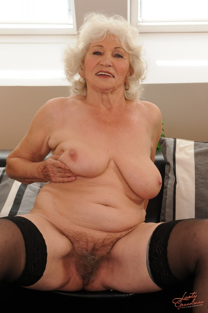 Mature women and grannies. Gallery - 96. Photo - 18