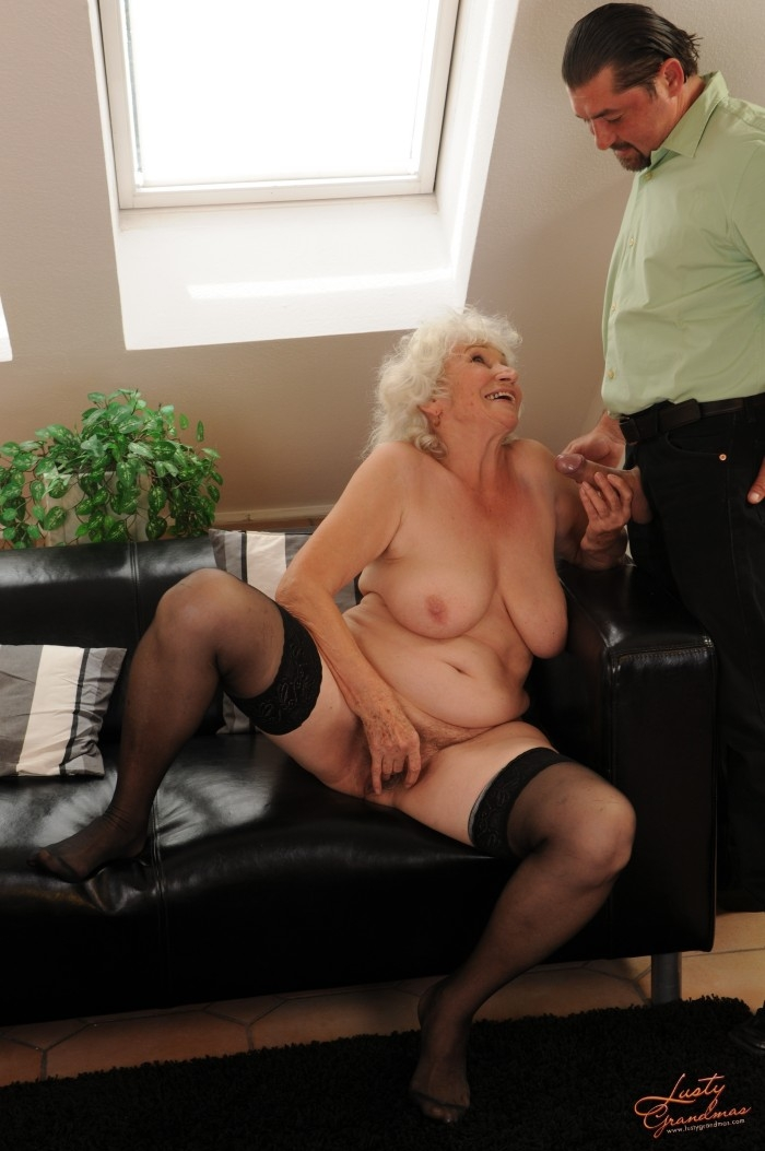 Mature women and grannies. Gallery - 96. Photo - 22