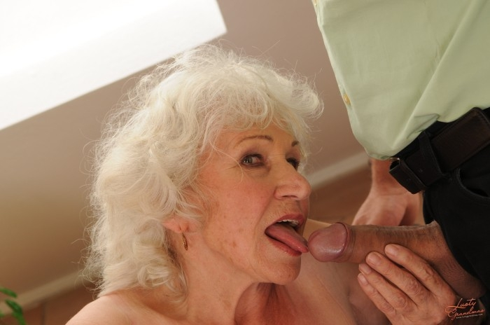 Mature women and grannies. Gallery - 96. Photo - 24
