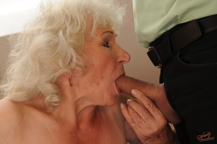 Mature women and grannies. Gallery - 96. Photo - 25