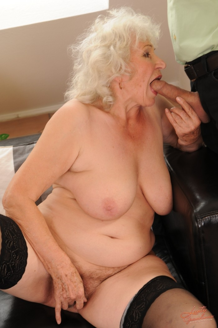 Mature women and grannies. Gallery - 96. Photo - 26