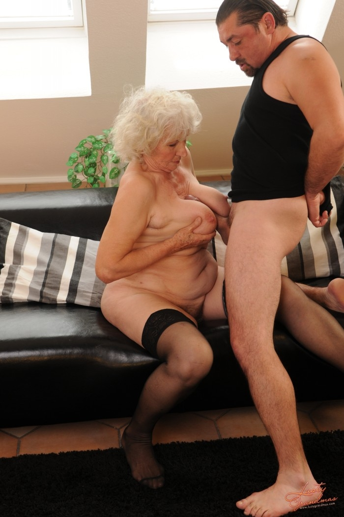 Mature women and grannies. Gallery - 96. Photo - 28