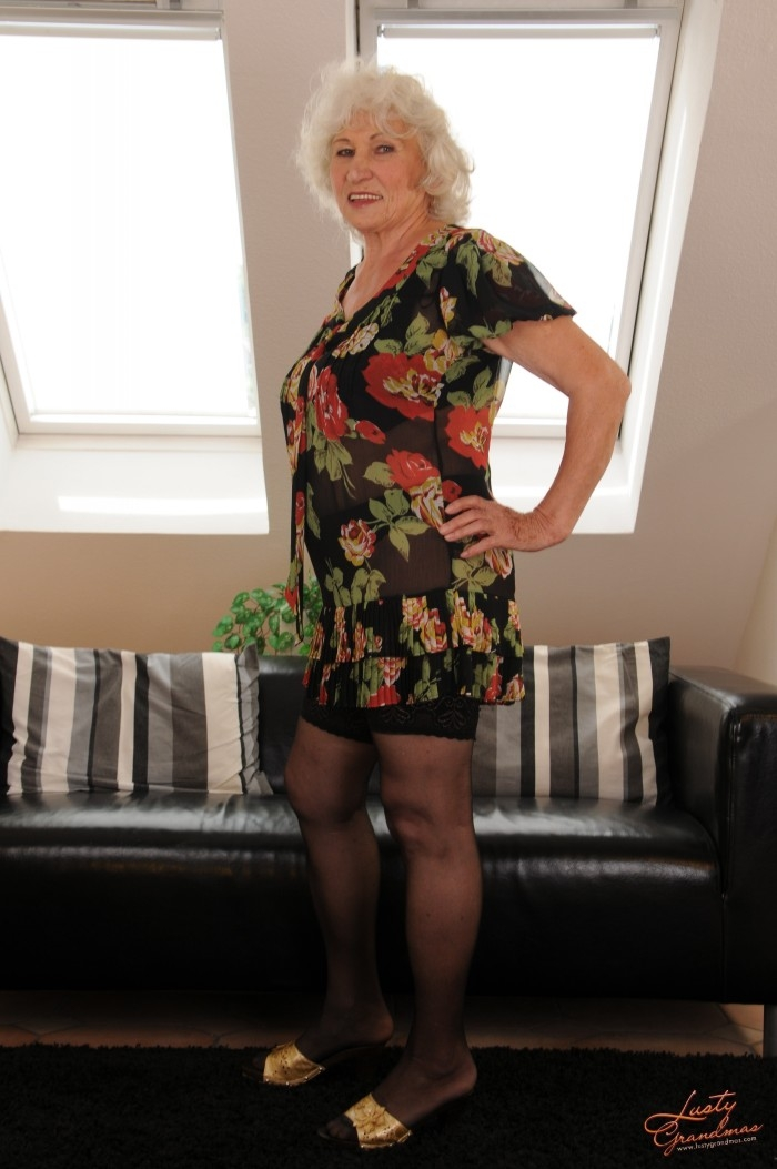 Mature women and grannies. Gallery - 96. Photo - 3