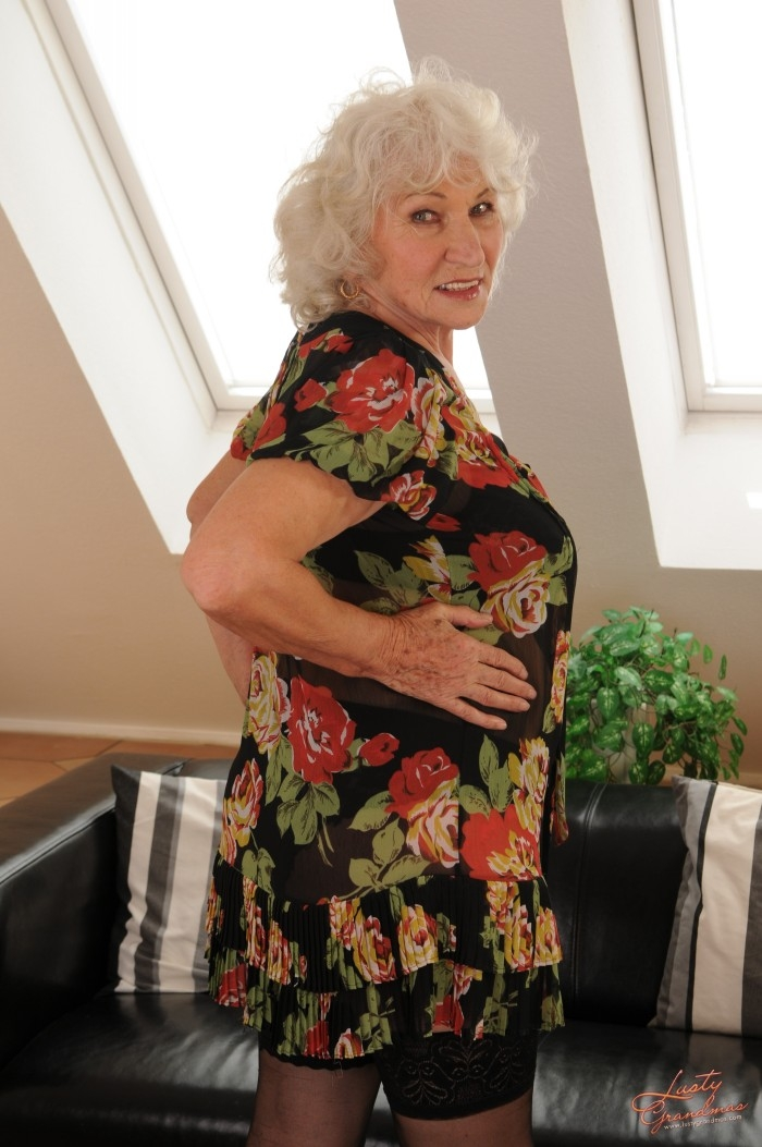 Mature women and grannies. Gallery - 96. Photo - 5