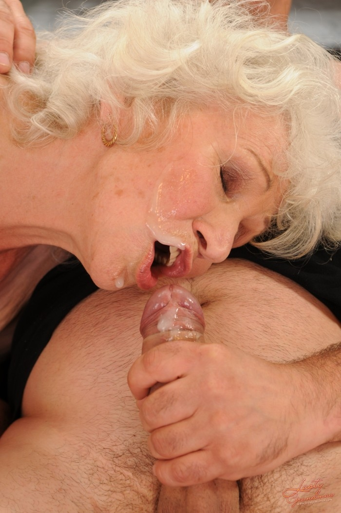 Mature women and grannies. Gallery - 96. Photo - 56