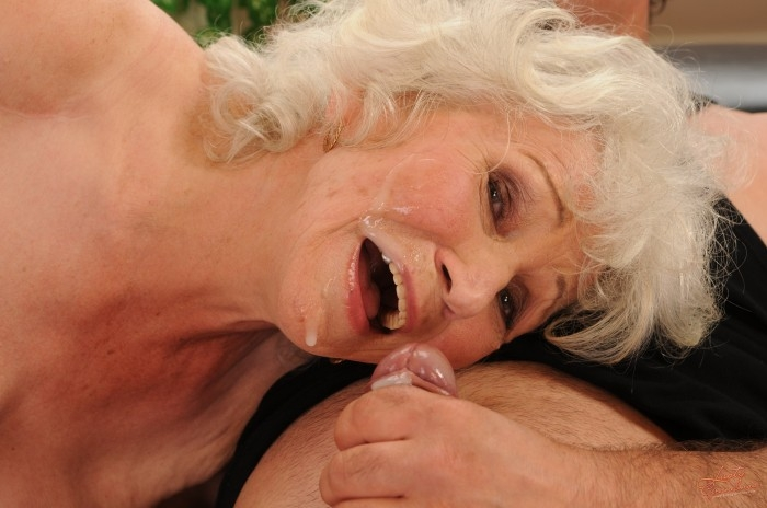 Mature women and grannies. Gallery - 96. Photo - 60