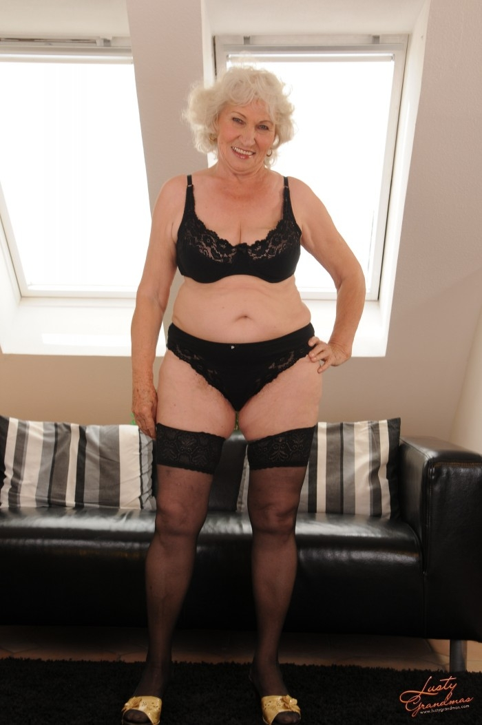 Mature women and grannies. Gallery - 96. Photo - 9