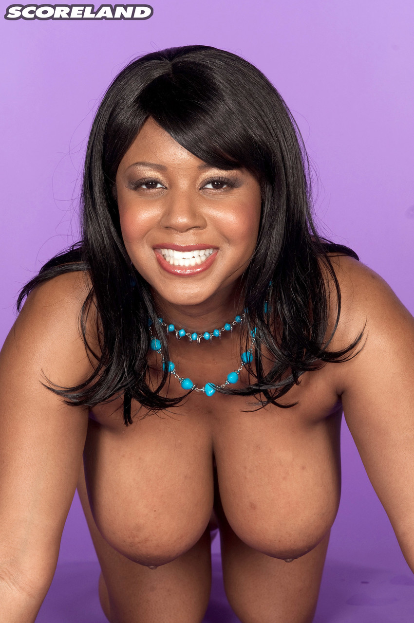Негритянка с пышным бюстом в голом виде. Фото - 8