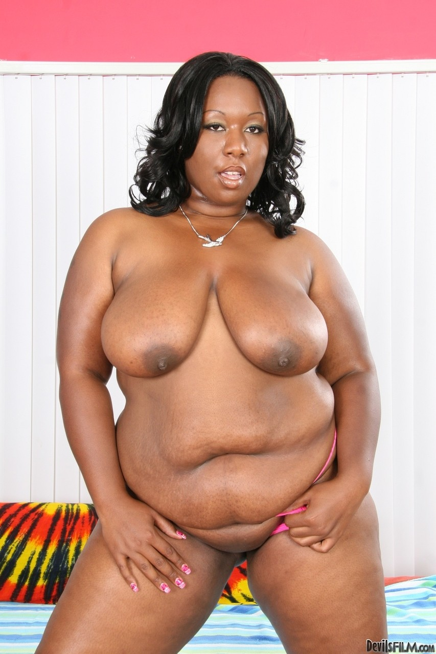 Взрослая черная чикса с ожиревшим момоном. Фото - 11