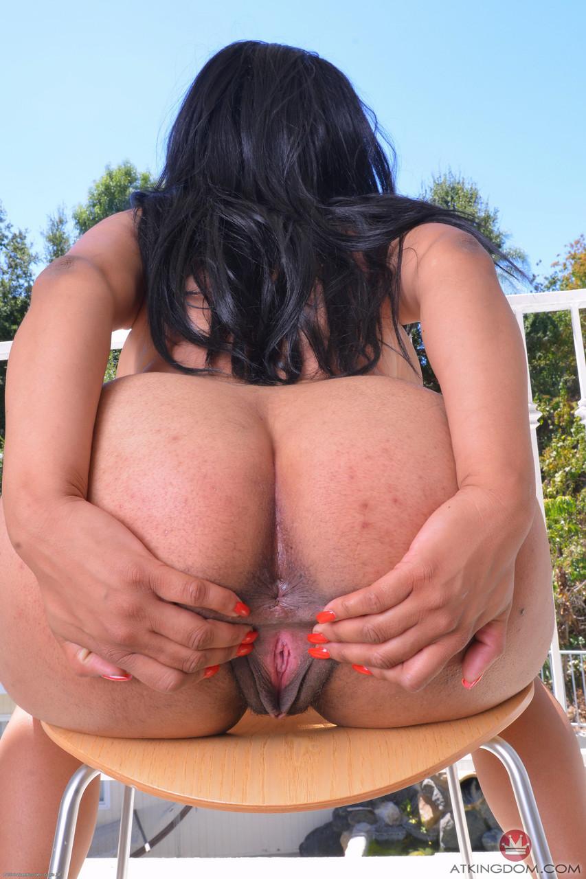 Негритоска с большими сиськами в голом виде. Фото - 19