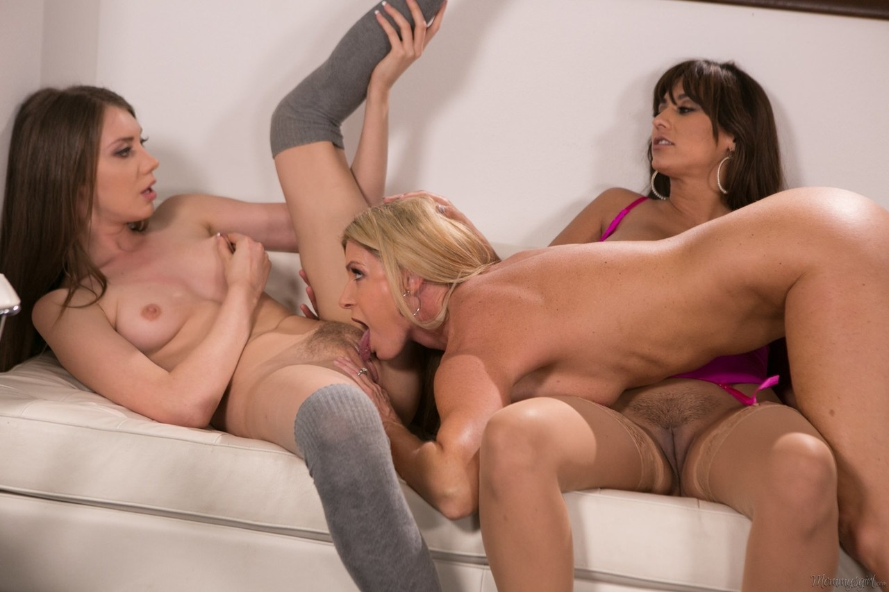 Lesbian porn. Gallery - 1042. Photo - 14