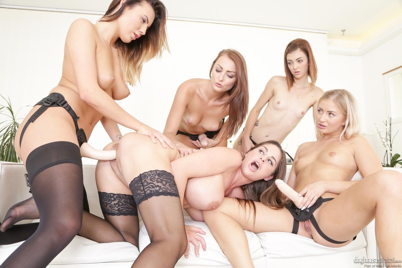 Lesbian porn. Gallery - 1070. Photo - 12