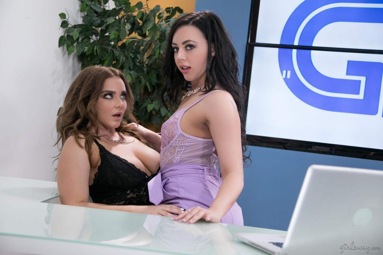 Lesbian porn. Gallery - 1076. Photo - 2