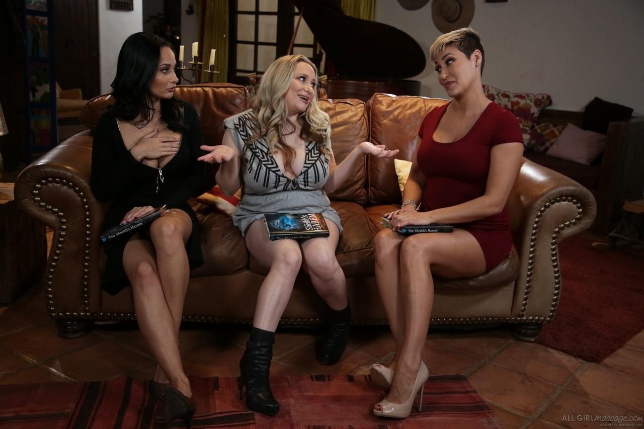 Lesbian porn. Gallery - 1092. Photo - 3