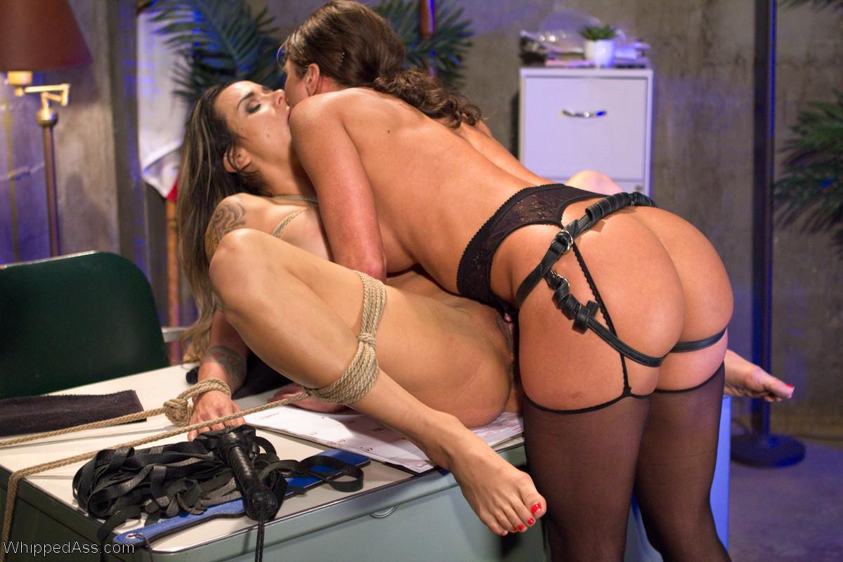 Lesbian porn. Gallery - 1234. Photo - 18