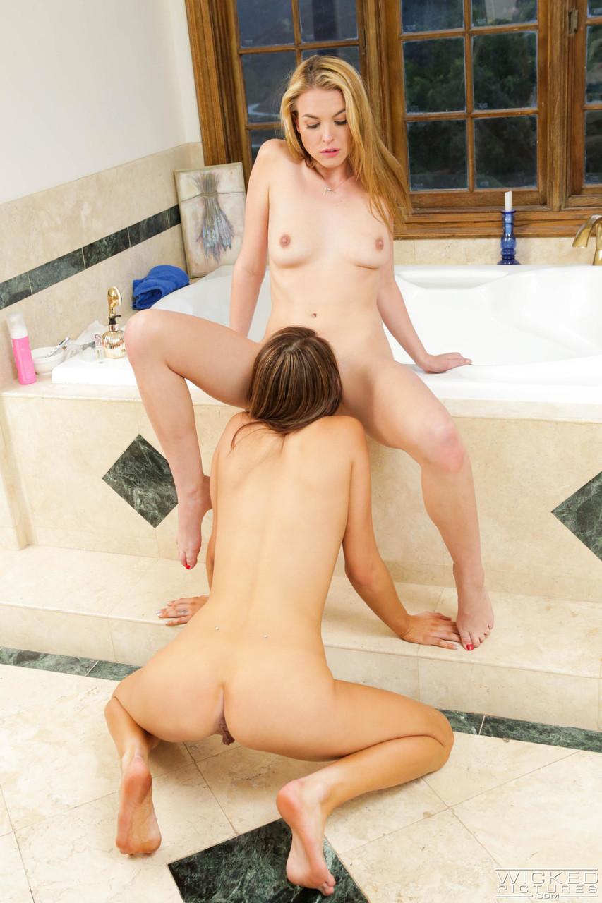 Lesbian porn. Gallery - 1264. Photo - 16