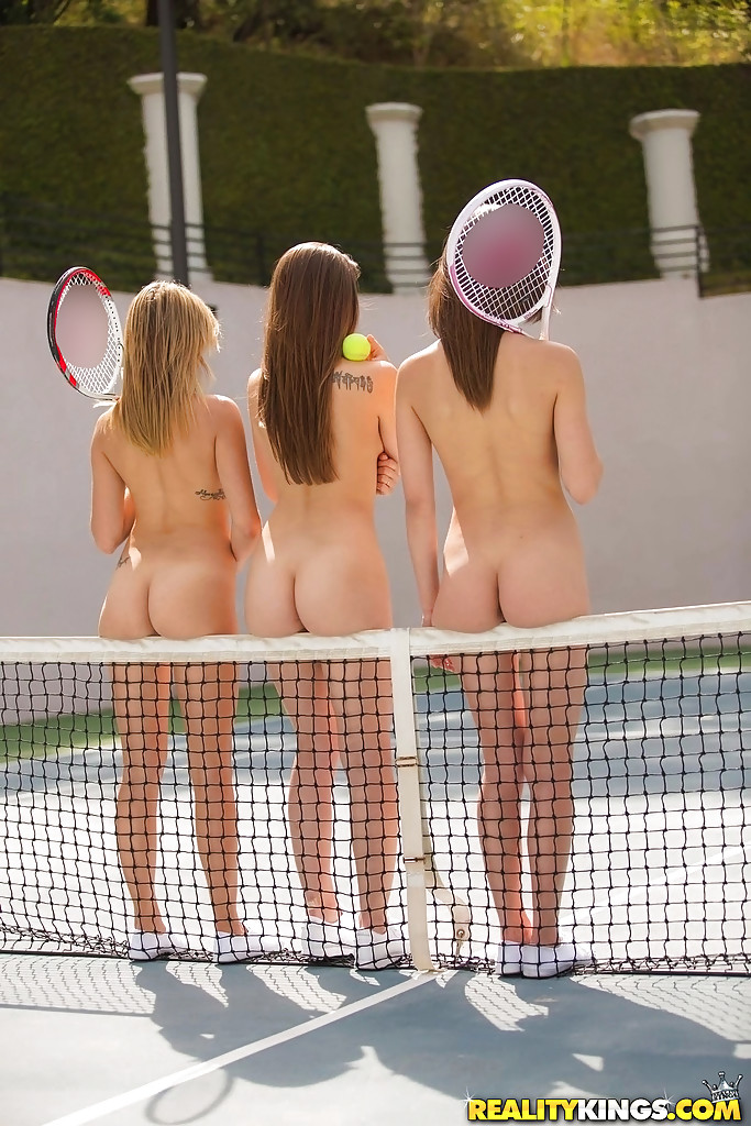Три лесбы на теннисном корте. Фото - 4
