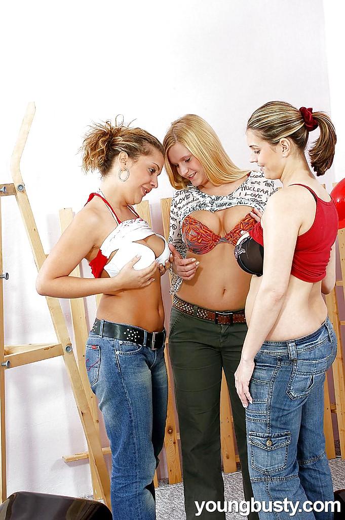 Трио девчонок нетрадиционной ориентации на откровенных фотках. Фото - 2