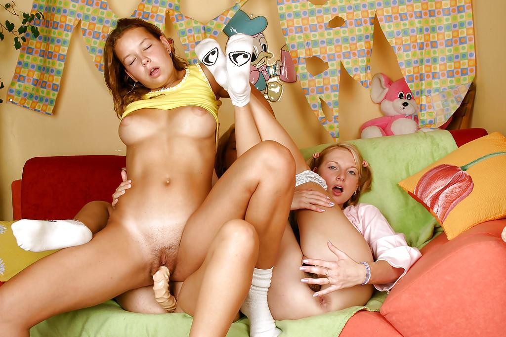 Тройничок крошек с дилдо. Фото - 9