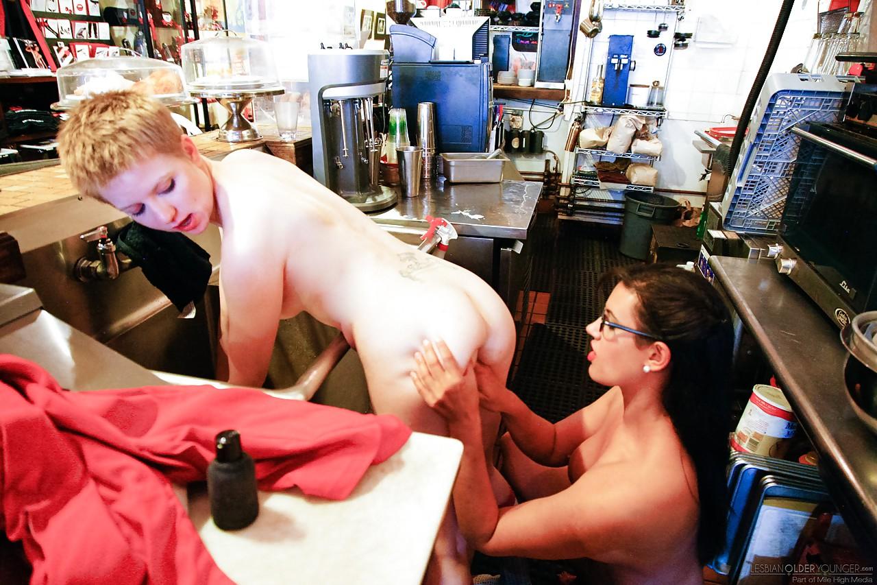 Lesbian porn. Gallery - 497. Photo - 3